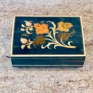 Jewelry - VINTAGE JEWELRY MUSIC 🎶 BOX